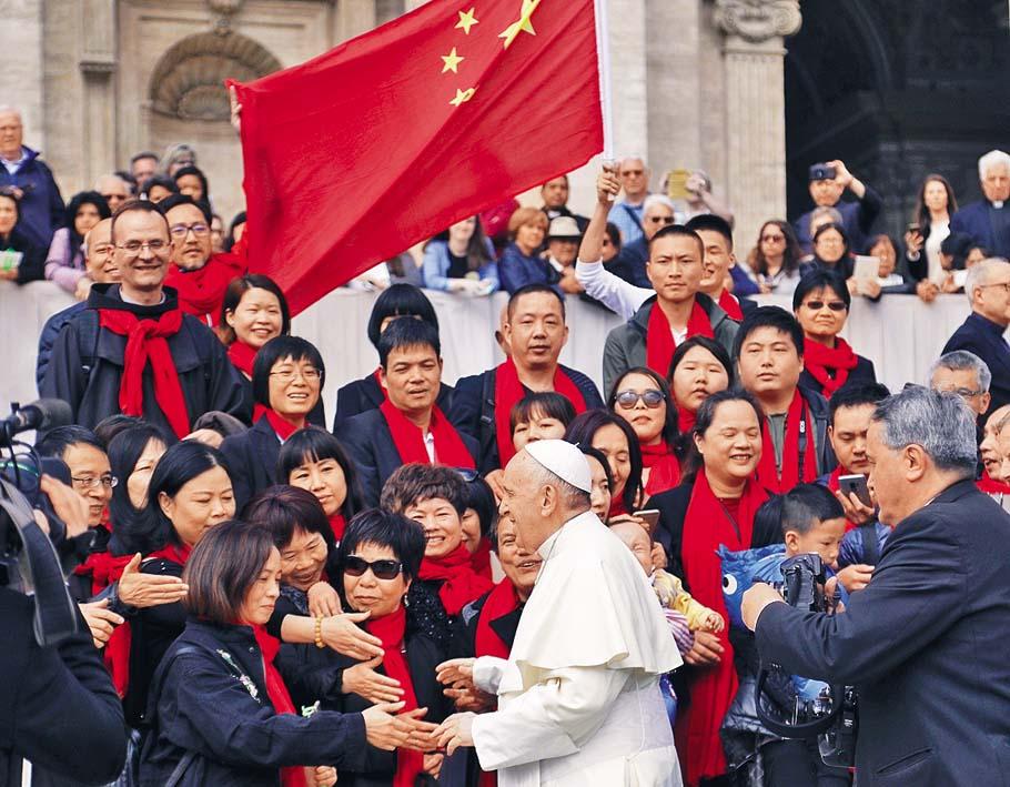 教宗二〇一八年四月在梵蒂岡會見中國教友。