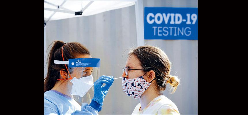 新冠疫情再呈上升趨勢,全美16日新增病例超過6.9萬宗病例。美聯社資料圖片
