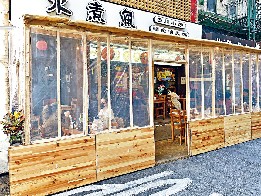 對於增收10%新冠恢復費這一法案,華埠商家則各有考量。