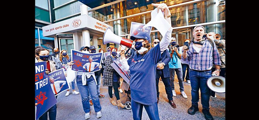 紐約市近日對疫情熱點地區實施封鎖措施,引起居民的不滿與反對。美聯社