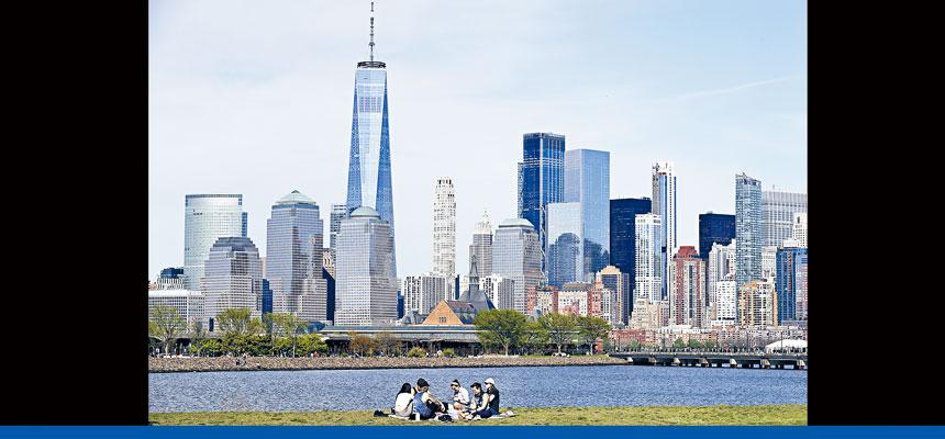 曼哈頓不少辦公室仍然人去樓空,商業區一片冷清。美聯社