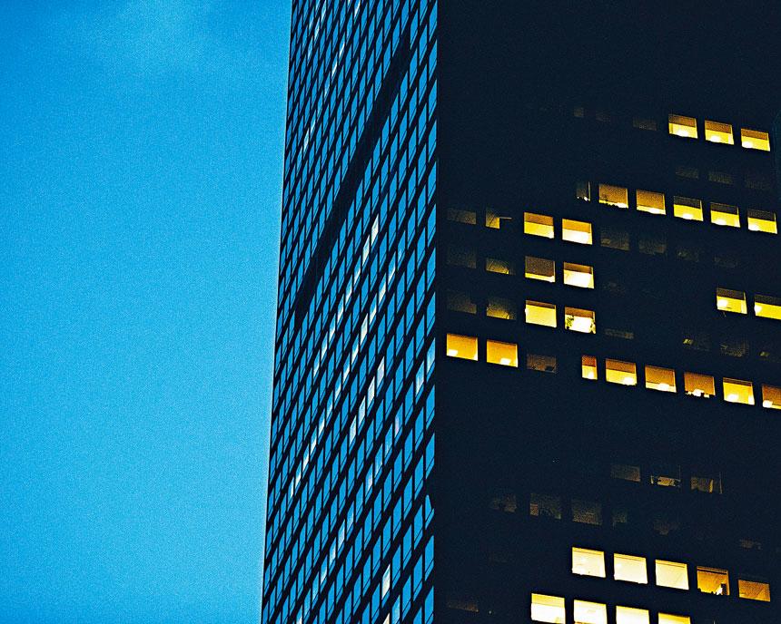 曼哈頓辦公室大樓自爆疫以來十室九空。 George Etheredge/紐約時報
