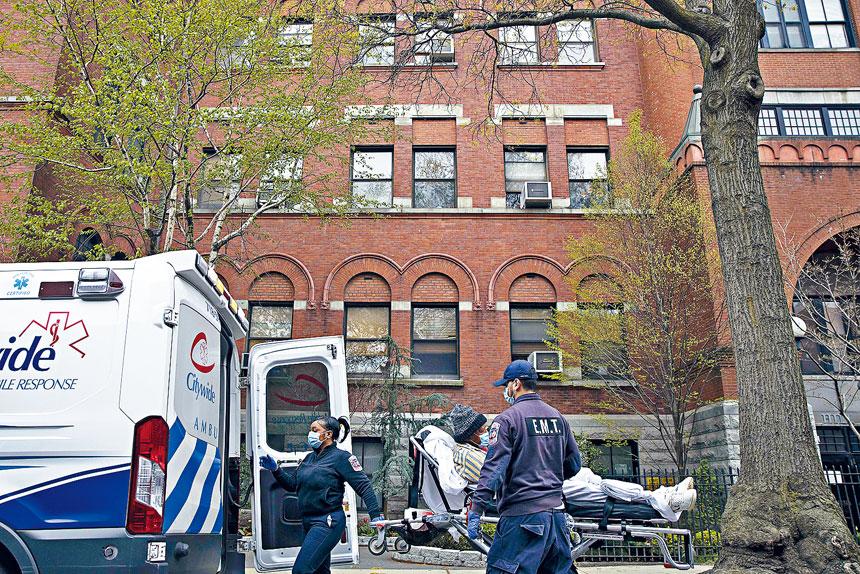 紐約市的新冠死亡率在一直回落,專家暫時未知原因。Dave Sanders/紐約時報