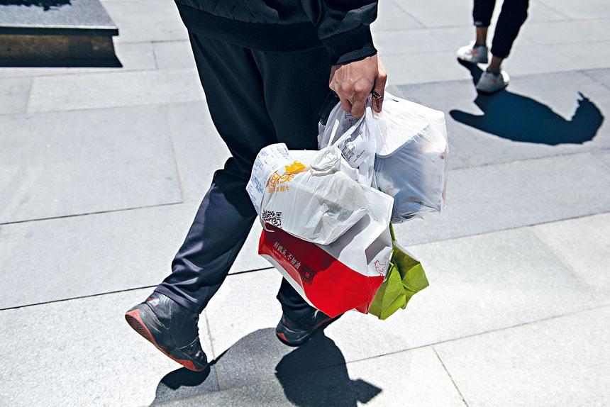法官上月批准膠袋禁令如期生效。 Na Zhou/紐約時報