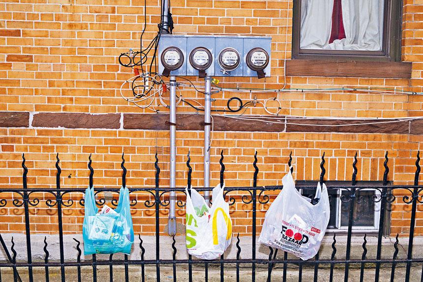 全州膠袋禁令已於10月19日生效執行,違規商戶將被罰款250至500元。Lucia Buricelli/紐約時報