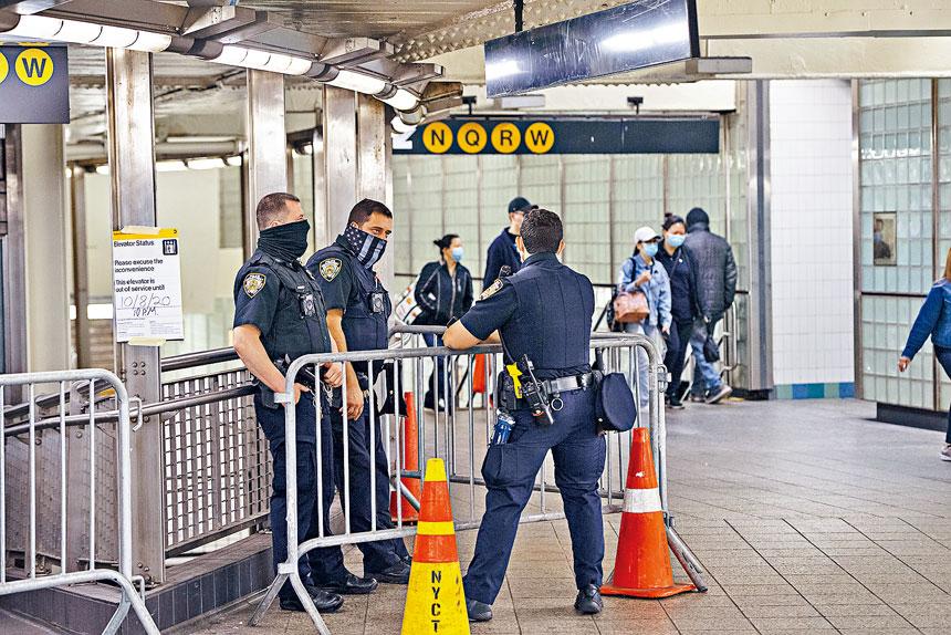 范伯格稱增加警員巡邏將有助減少地鐵犯罪。Gregg Vigliotti/紐約時報