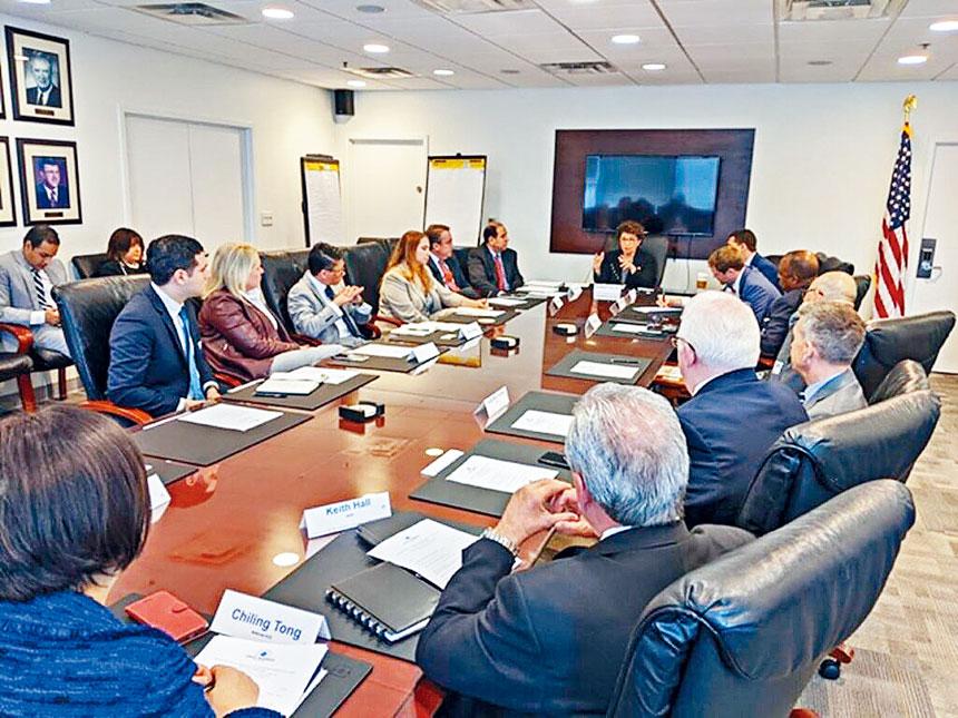 全美亞裔總商會聯合西裔及非洲裔商會,和中小企業局局長研討幫助少數族裔商家。