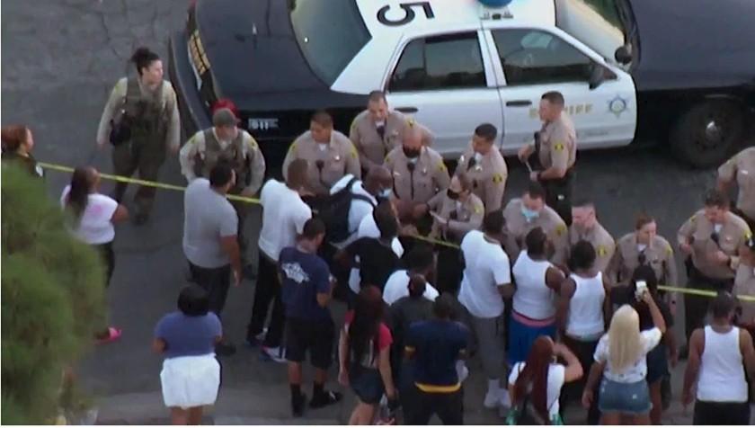 南洛杉磯Willowbrook社區不平靜24小時內三人遭槍殺,16日一非裔男子遭縣警槍擊致死,現場民眾齊聚與警對峙。KTLA