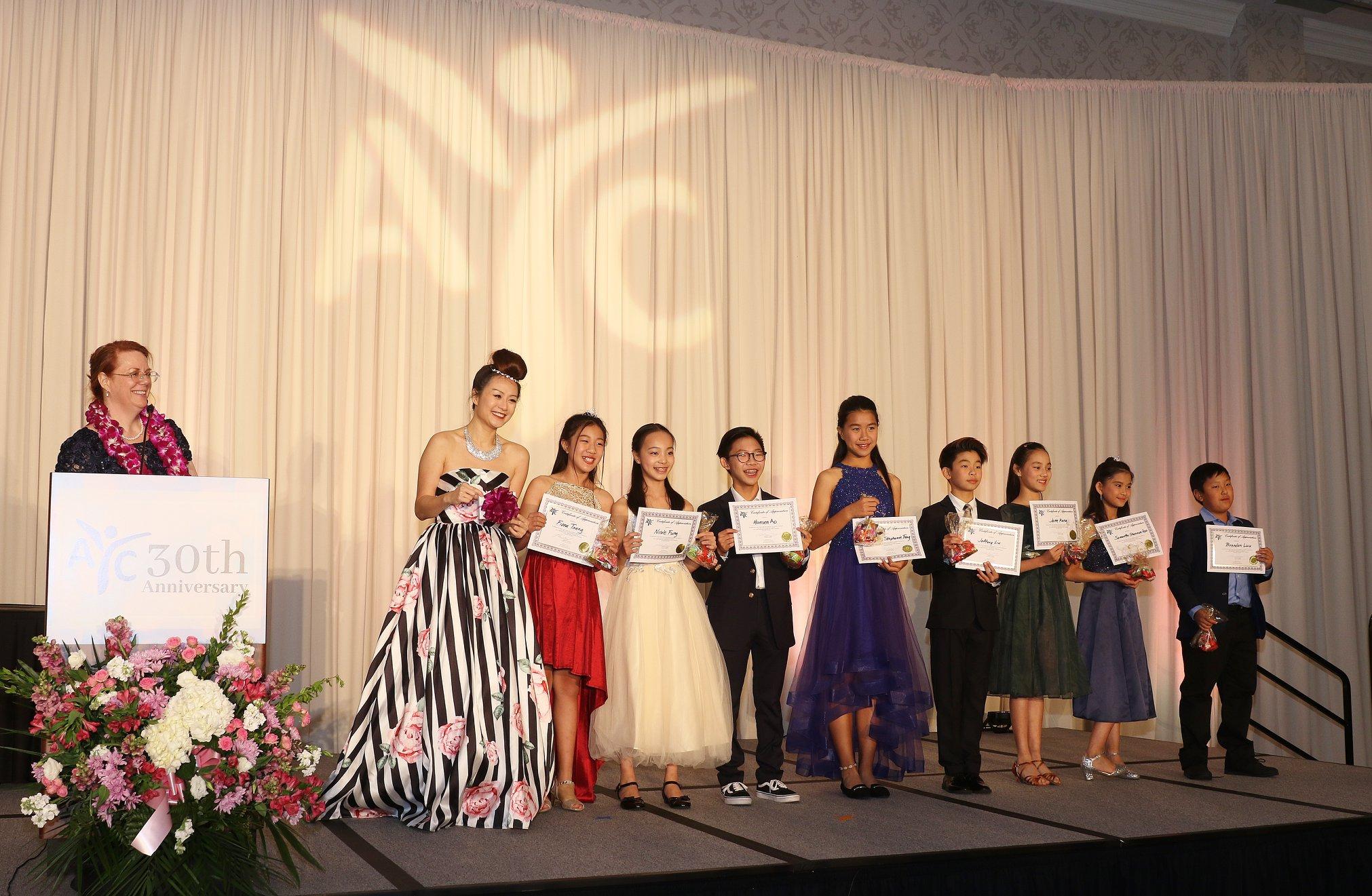 今年亞裔青少年中心年度晚宴將改在線上直播。主辦方提供