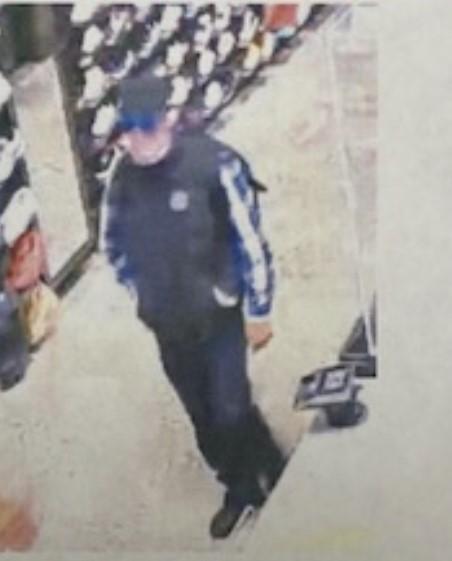 嫌犯在商場企圖用偷來的信用卡消費。警方提供