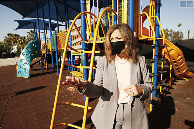 加州室外遊樂場可以重新開放,但入場民眾需遵守衛生要求。洛杉磯時報圖