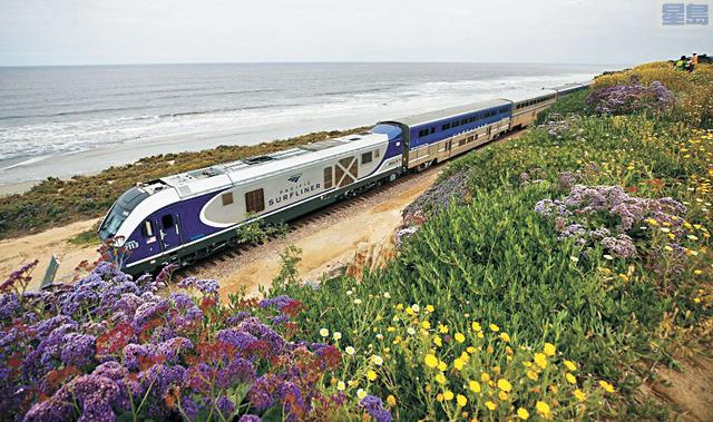 聖地牙哥濱海懸崖鐵道為加強鐵軌安全穩定性、並為未來頻繁的客貨運輸做準備,計畫安裝圍欄,引發部分居民反彈。聖地牙哥論壇報