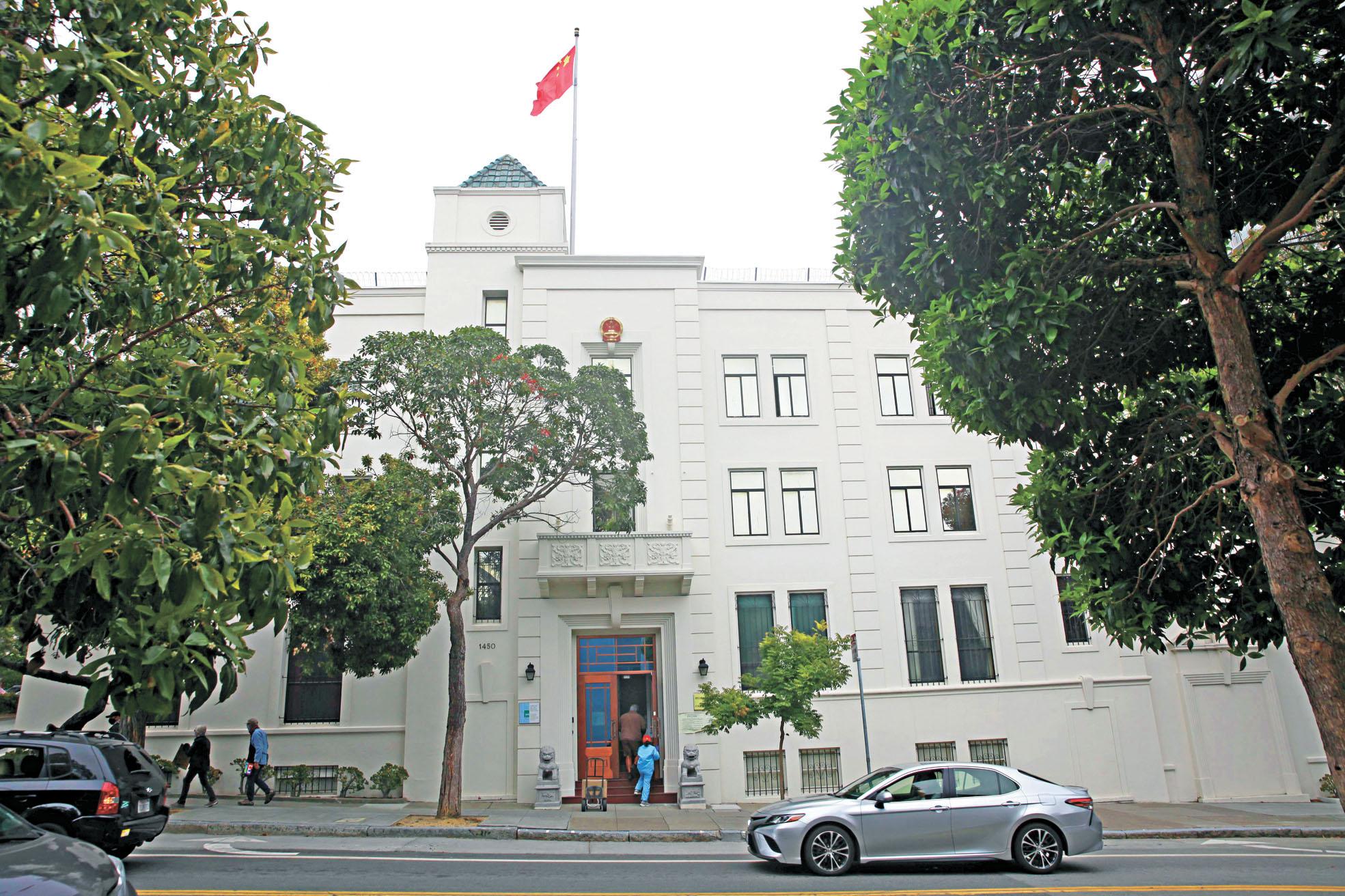解放軍研究員唐娟為了躲避FBI盤問,曾在中國駐三藩市領事館寄居了一個月。資料圖片