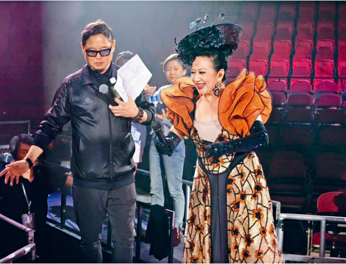錢國偉為家燕姐的演唱會擔任監製。