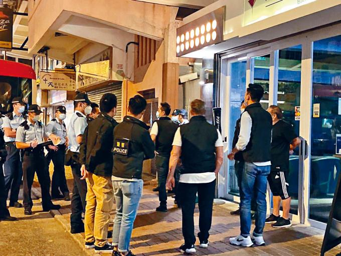 旺角警區動員二百警搜查區內多個場所,拘捕五十八人。