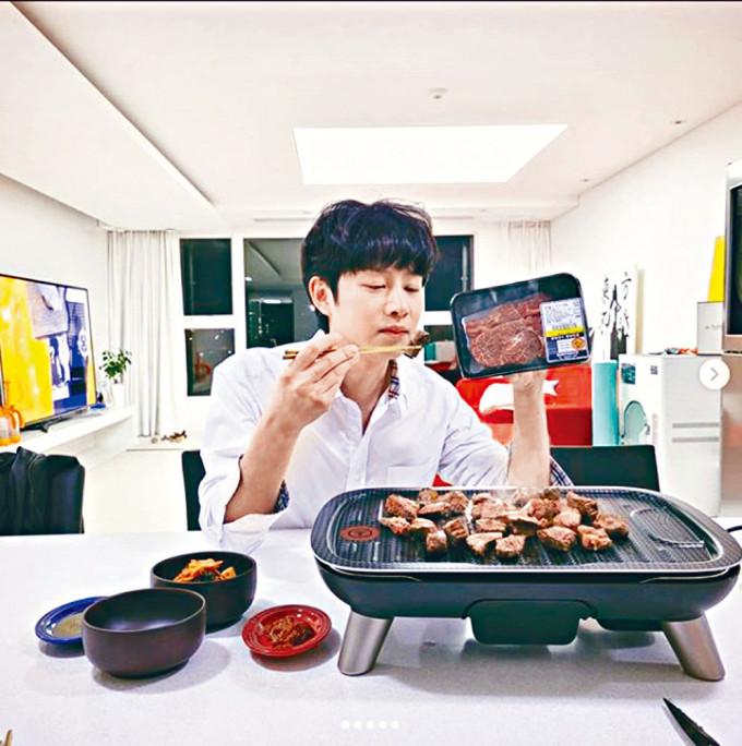 希澈近日多次分享食韓牛,遭網民私訊鬧爆,並叫他去自殺。