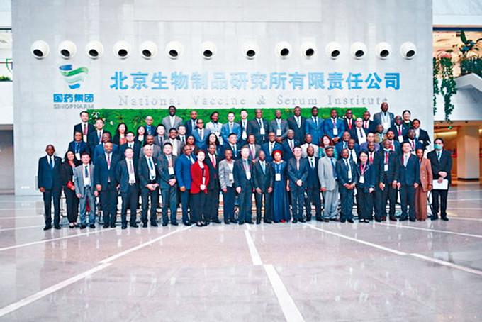 非洲國家駐華使節參觀國藥集團。