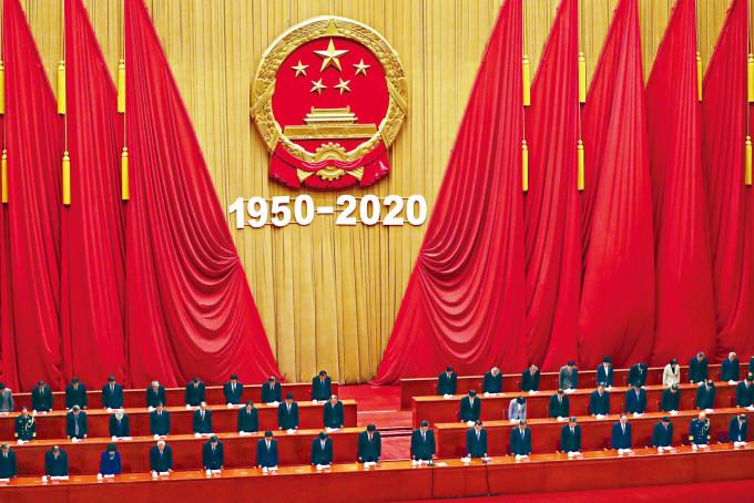 北京昨天舉行紀念抗美援朝七十周年大會,全場起立向烈士默哀。