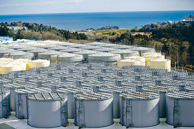 福島第一核電站廢水儲水罐。