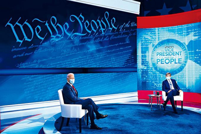 拜登在費城出席市民大會,由美國廣播公司(ABC)記者主持。