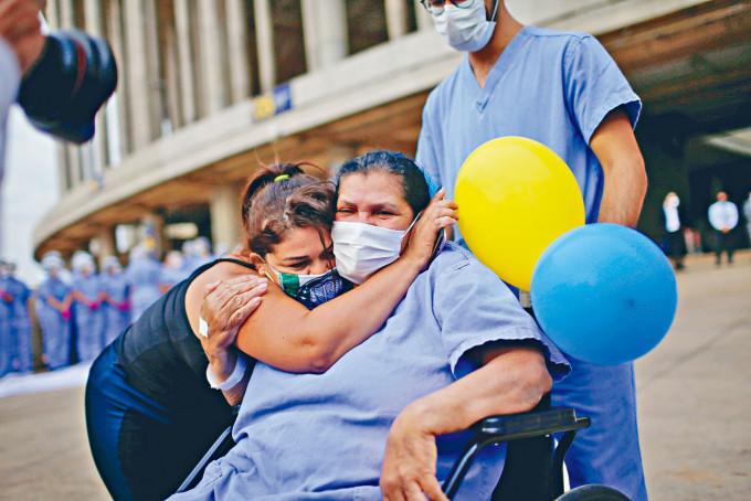 巴西目前感染新冠肺炎人數,僅次於美國和印度。