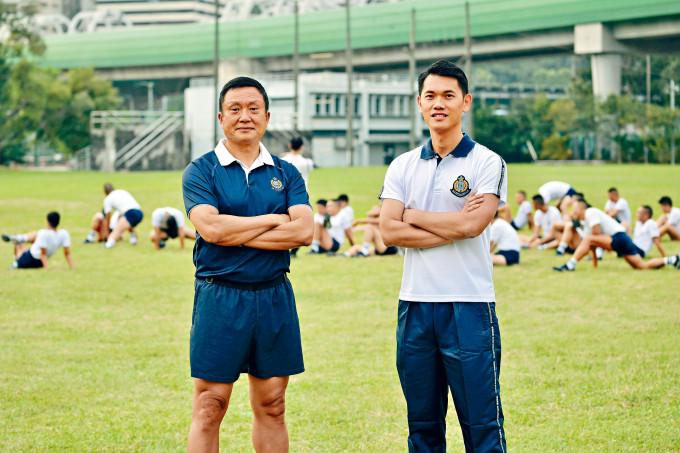 陳純青警司(右)及王得財總督察(左)希望,投考者通過體能測試工作坊提升體能,日後加入警隊貢獻社會。
