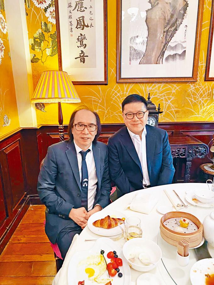 林建康(右)康復後返港與好友靳清松茶敍,自嘲「執番條命」。