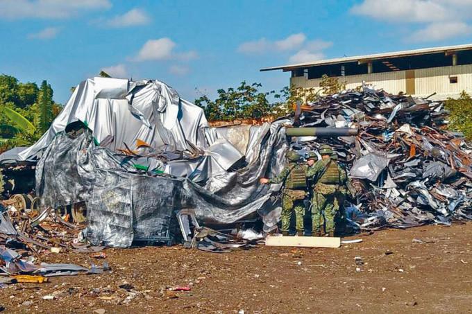 藏於垃圾堆的台灣主戰坦克。