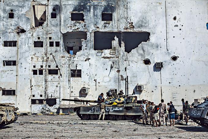 利比亞政府軍二○一六年在蘇爾特戰鬥。