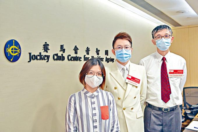 賽馬會耆智園總監郭志銳(右)表示,「智活心智測試」應用程式預計今年內上架。