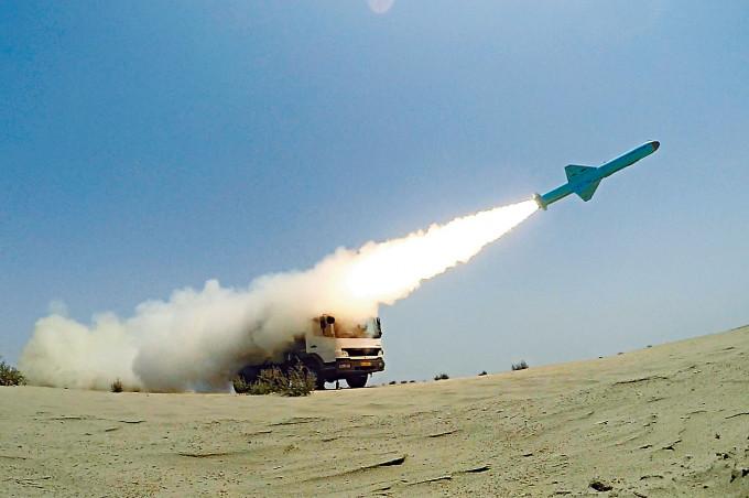 伊朗六月在印度洋北部的波斯灣入口附近進行軍演,試射自製巡航導彈。