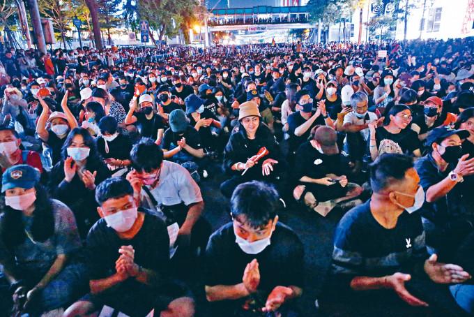 泰國數以千計反政府示威者昨天在曼谷集結,要求首相巴育下台。