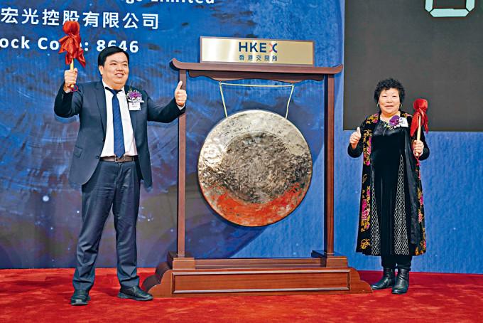 中國宏光股價昨日上演高台跳水。圖為宏光行政總裁魏佳坤(左)。