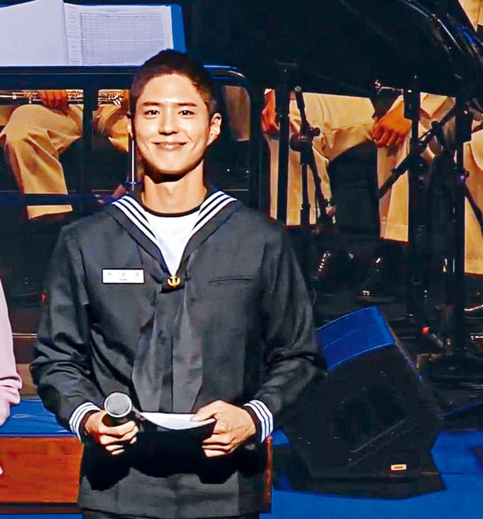 朴寶劍前晚出席軍方活動,但他卻被指責在活動上為自己演出的作品宣傳。