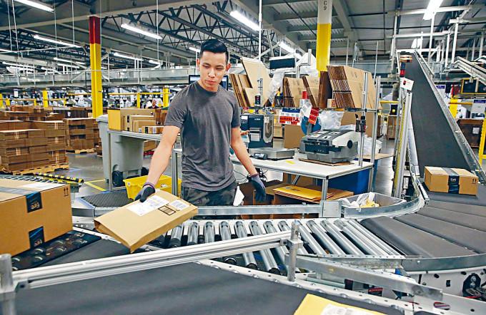 美國經濟明顯反彈,惟失業問題嚴重,或會拖慢零售復甦步伐。