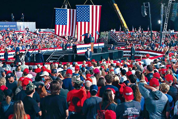 特朗普周三在北卡羅來納州出席競選活動。