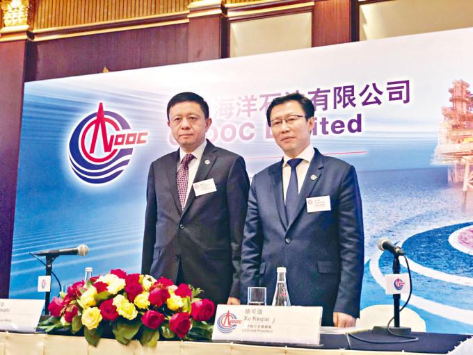 謝尉志(左)昨日表示,冀中海油2035年天然氣產量佔比可提升至50%。