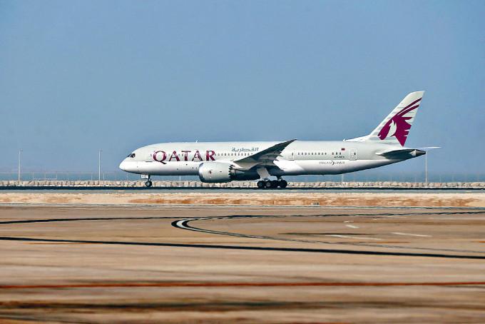 卡塔爾航空客機在哈馬德國際機場起飛。