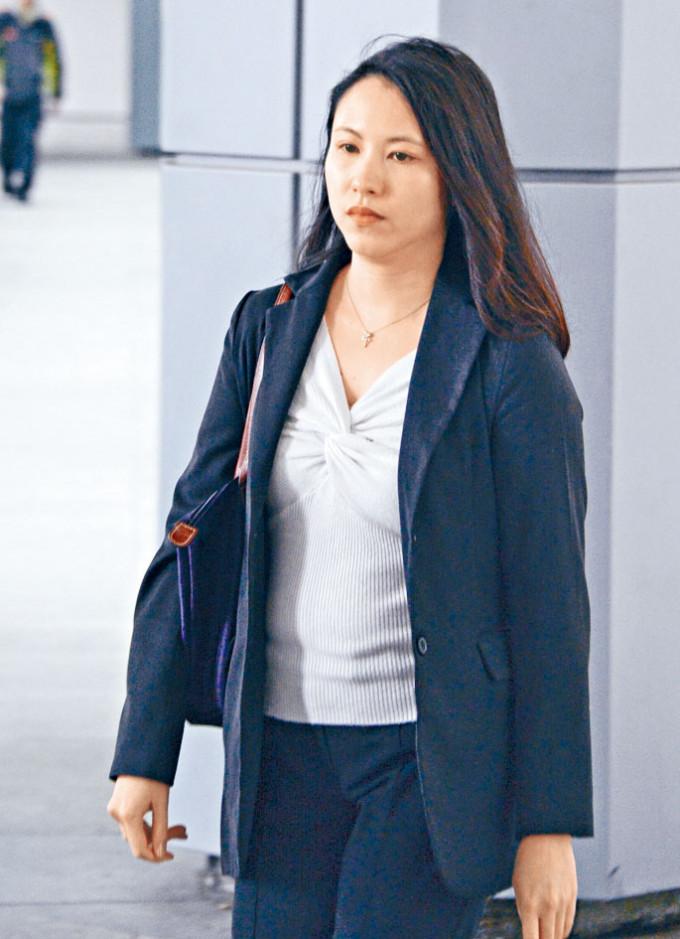 女醫生麥允齡否認一項誤殺罪受審。