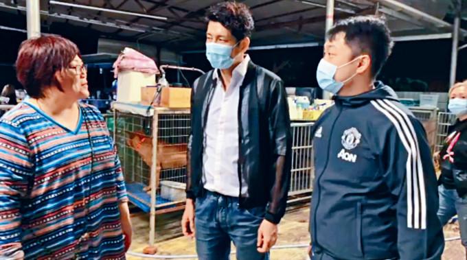 袁文傑凌晨殺入錦田一所恐被山火波及的動物庇護站,營救「浪浪」。