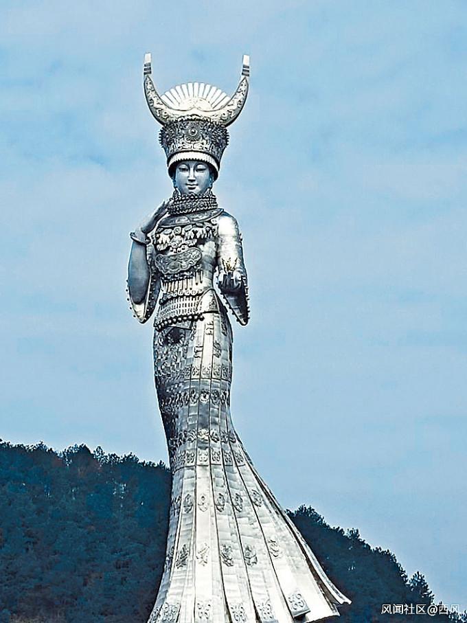 貴州貧困縣斥巨資修建的苗族女神雕塑。