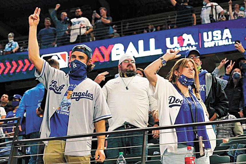 MLB決賽今年開放11500人進場,比往年5萬多人差距極大。網上圖片