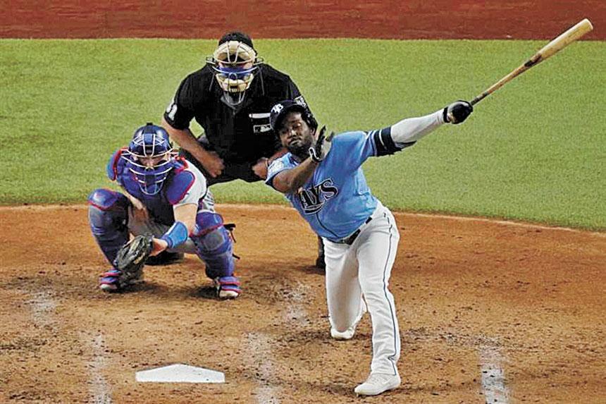 阿羅薩雷納(右)增添1支安打,打破季後賽最多安打紀錄。網上圖片