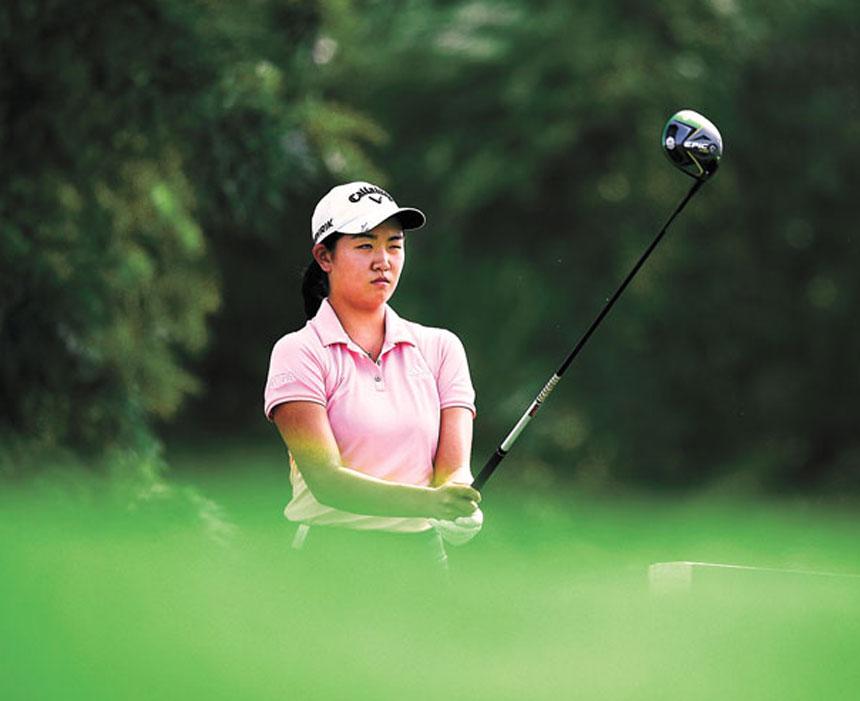 張斯洋連續兩年獲得AJGA年度最佳青少年球員獎,圖為她在比賽中發球。資料圖片