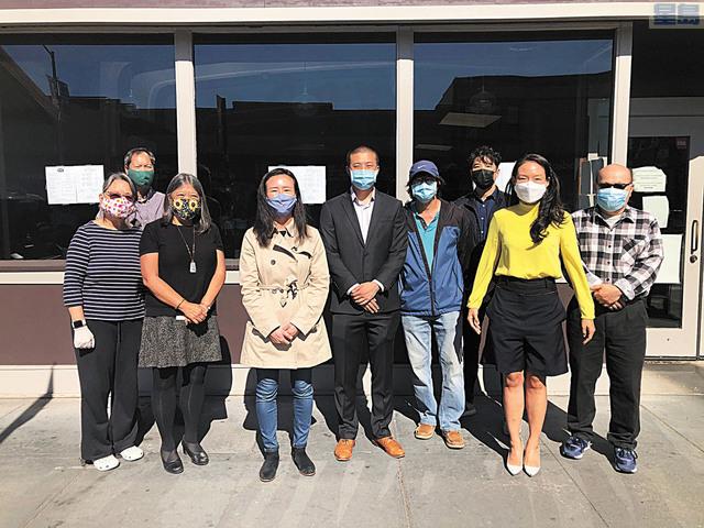 三藩市華裔候選人陳詩敏(左四)與王兆倫(左五)競選期間遭到種族歧視攻擊,多位民選官員與社區人士站出來發聲,反對歧視行為。