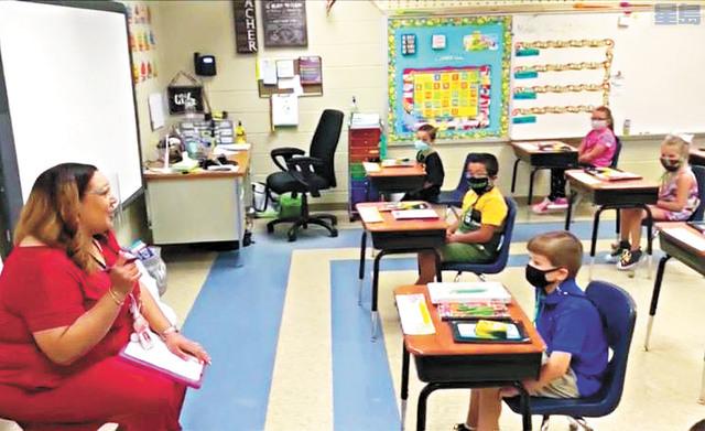 波羅阿多校區繼小學返校上課後,討論何時開放初中高中返校。資料圖片