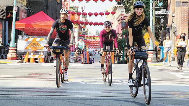 疫情期間騎車出行成為一件很酷的事。記者黃偉江攝
