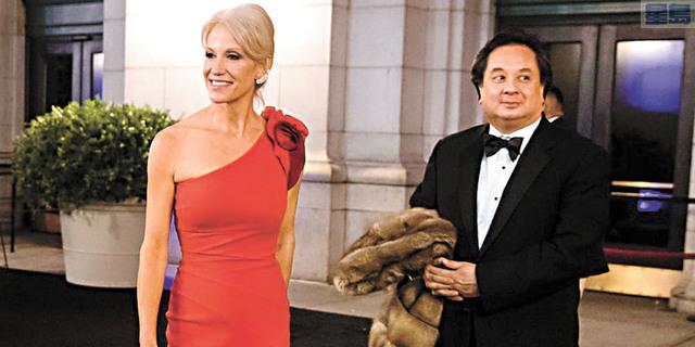 康韋夫婦於2017年特朗普總統就職典禮上。美聯社