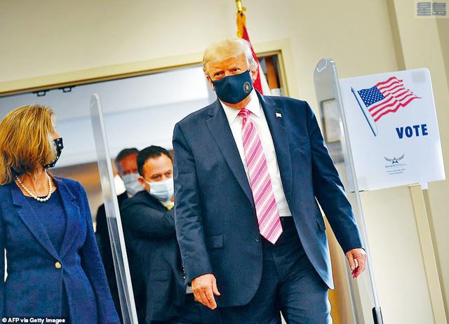 ■爭取連任的總統特朗普,24日早上在佛州提前投票,並批評選民如果以郵遞方式投票,「不會獲得如此安全保障」。法新社