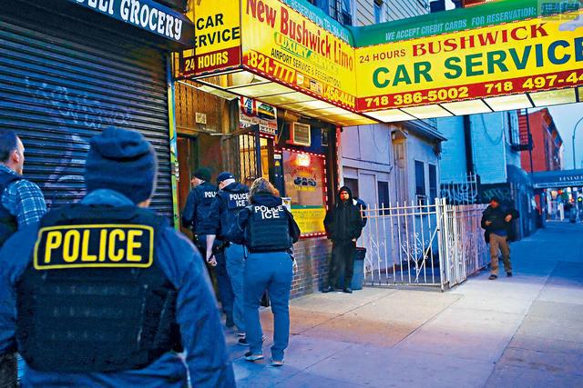 據報,移民局將對庇護城市中未有自動離境的非法移民,進行新一輪的大抓捕。紐約也被認為是無證民的庇護城市。nymag圖片